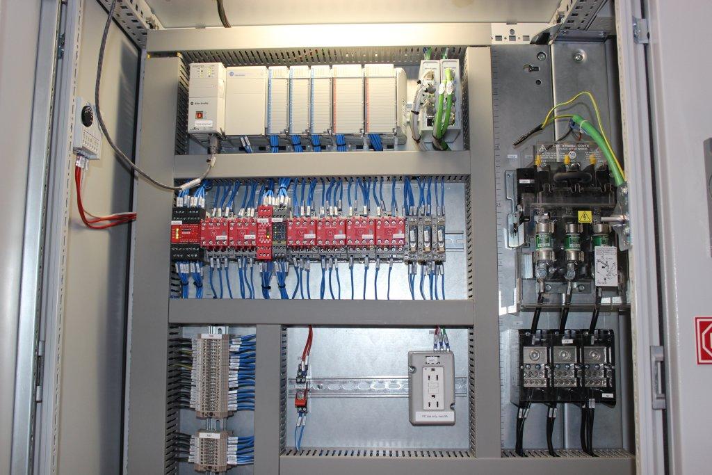 Automazione integrata d'esportazione: una ribordatrice certificata UL/CSA