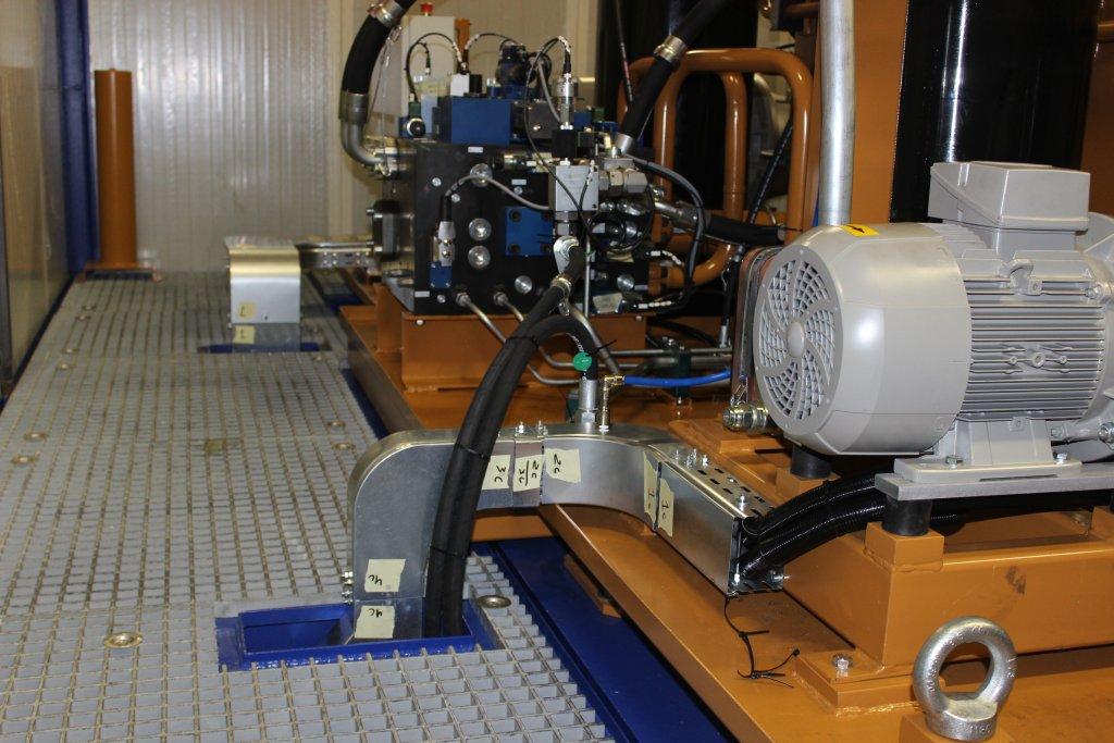 I nostri hardware di alta qualità: un esempio di quadro  elettrico e cablaggi bordo macchina