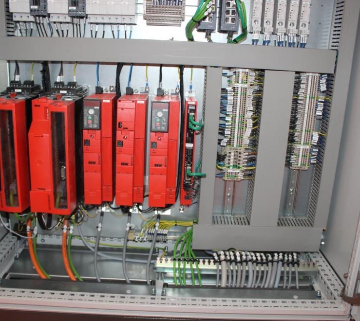 Quadri elettrici e bordo macchina: le stazioni di accoppiamento in cava